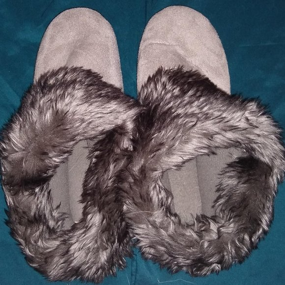 Grey House Slippers | Women's 8.5-9